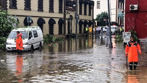 İstanbul'da sel! 1 Kişi Hayatını Kaybetti!